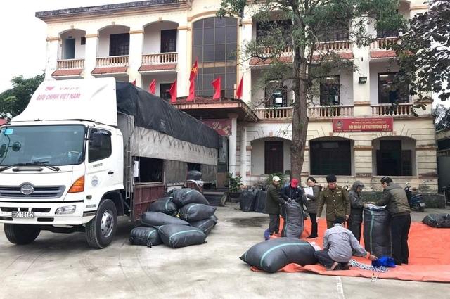 Quảng Bình bắt giữ lô hàng lậu lớn trị giá khoảng 1 tỷ đồng - 1