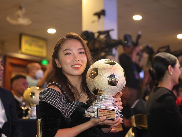 Những khoảnh khắc đẹp trong đêm trao giải Quả bóng vàng Việt Nam - 4