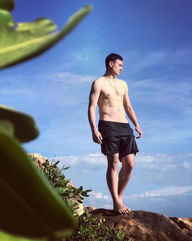 Cặp đôi Văn Lâm - Yến Xuân mê tập gym, vóc dáng đẹp từng centimet - 6