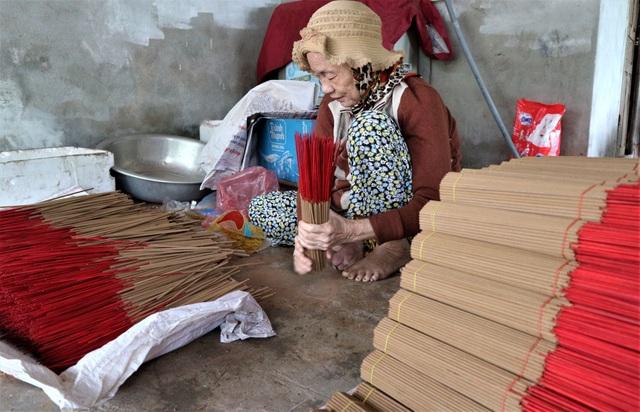 Làng nghề làm nhang lớn nhất xứ Quảng hối hả vào vụ Tết - 10