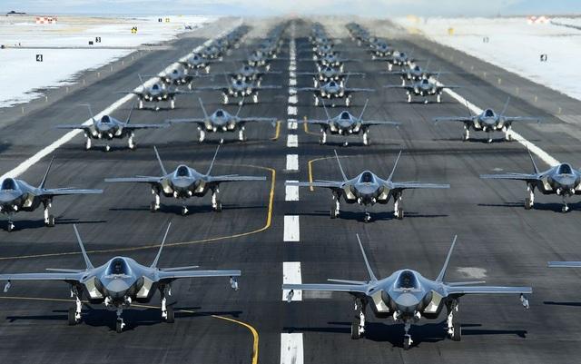 Bloomberg: Lầu Năm Góc phát hiện hơn 800 lỗi trên tiêm kích tia chớp F-35 - 1