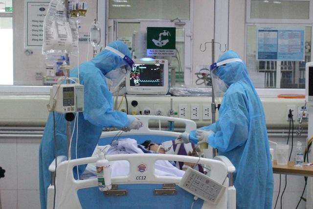 Ca Covid-19 nặng ở Hà Nội cai thở máy, vẫn còn tình trạng loạn thần - 1