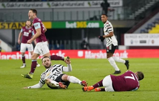 Burnley 0-1 Man Utd: Cú vô lê đặc biệt của Pogba - 2