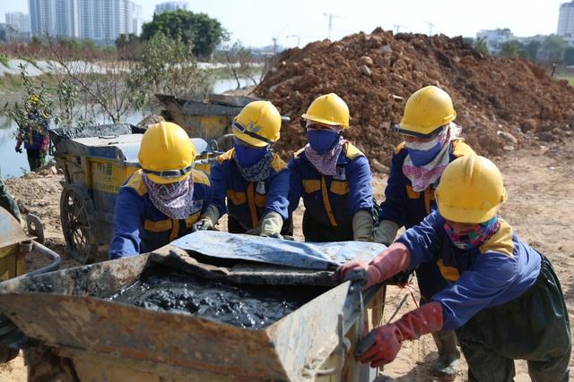 Hà Nội: Rét 9 độ C, công nhân thoát nước chìm trong nước thải buốt lạnh - 15