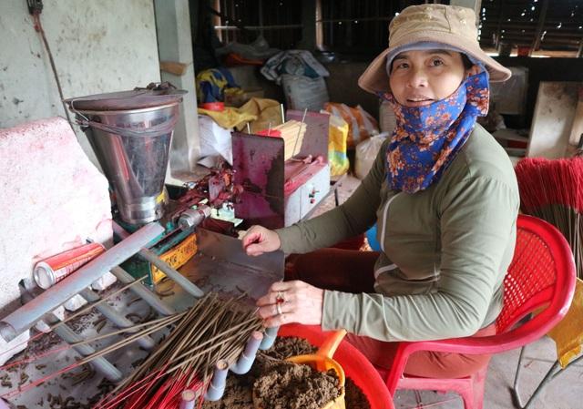 Làng nghề làm nhang lớn nhất xứ Quảng hối hả vào vụ Tết - 6