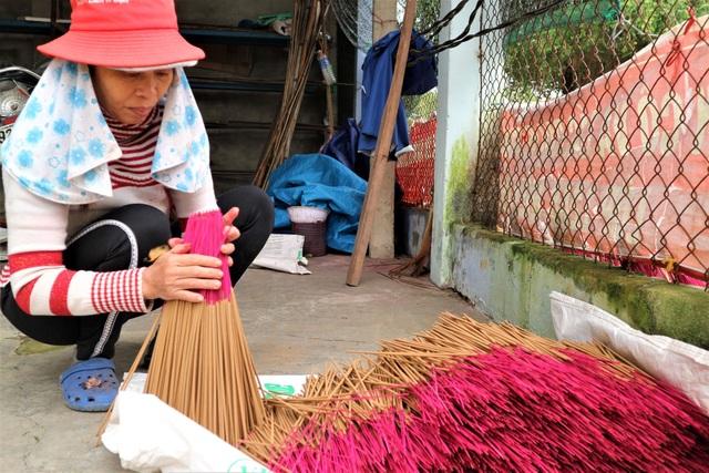 Làng nghề làm nhang lớn nhất xứ Quảng hối hả vào vụ Tết - 9