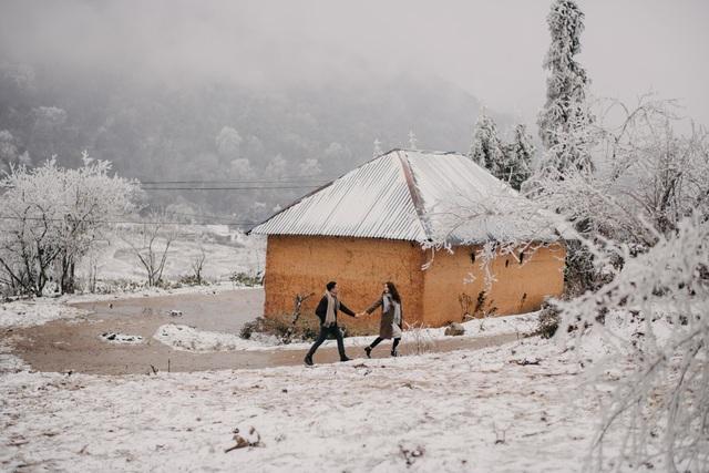 Cặp đôi Hà Nội vượt 400km chụp ảnh cưới với băng tuyết kỳ ảo ở Y Tý - 1