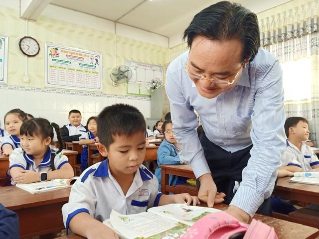 Bộ trưởng GDĐT: Việc chọn sách giáo khoa cần phải đảm bảo công bằng - 3