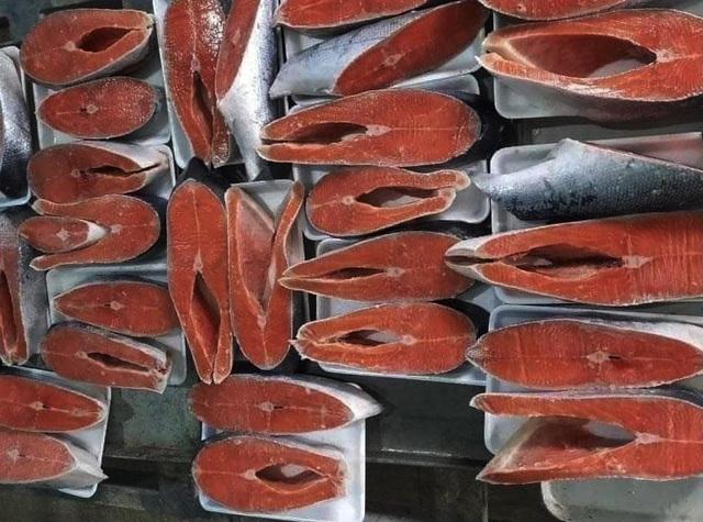 Giá cá hồi Sa Pa giảm sâu, dân buôn ồ ạt bán tháo trên chợ mạng - 2