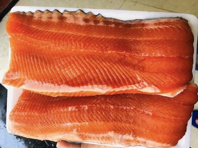 Giá cá hồi Sa Pa giảm sâu, dân buôn ồ ạt bán tháo trên chợ mạng - 1
