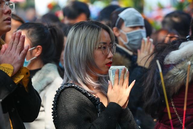 Hàng nghìn người đổ về Phủ Tây Hồ đi lễ - 5