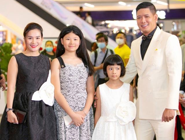 Con trai cao 1,8m của diễn viên Anh Thư ủng hộ mẹ tái xuất điện ảnh - 4