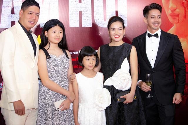 Con trai cao 1,8m của diễn viên Anh Thư ủng hộ mẹ tái xuất điện ảnh - 5