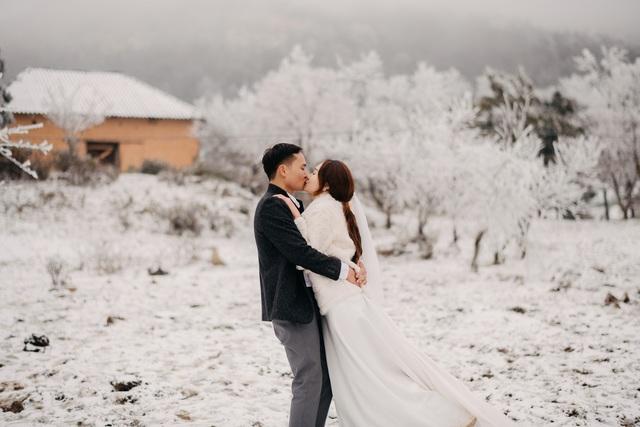 Cặp đôi Hà Nội vượt 400km chụp ảnh cưới với băng tuyết kỳ ảo ở Y Tý - 5
