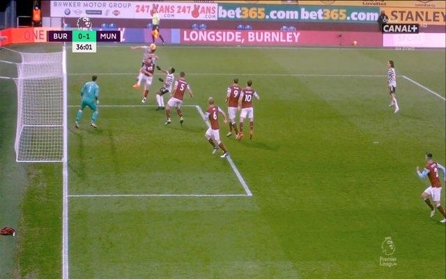 Tranh cãi lớn về việc Man Utd thoát thẻ đỏ và phạt đền - 1
