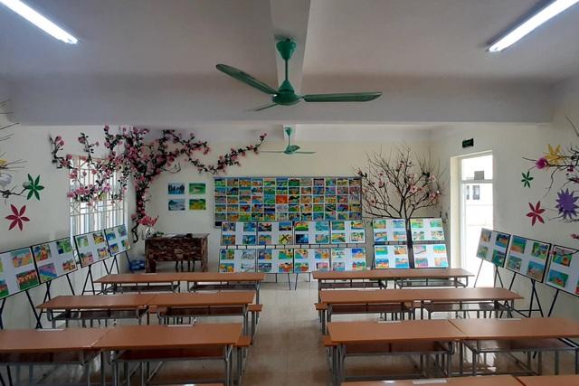 Thầy giáo trẻ Thanh Hóa truyền tình yêu đất nước tới học trò bằng tranh vẽ - 12