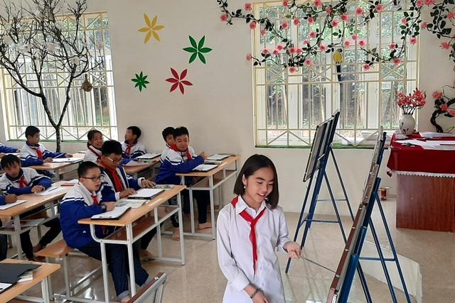 Thầy giáo trẻ Thanh Hóa truyền tình yêu đất nước tới học trò bằng tranh vẽ - 11