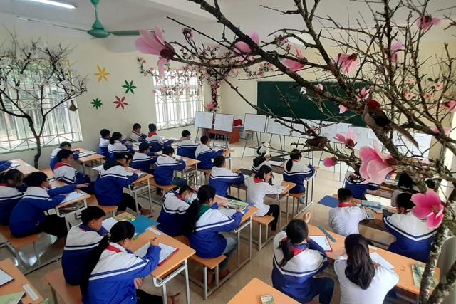 Thầy giáo trẻ Thanh Hóa truyền tình yêu đất nước tới học trò bằng tranh vẽ - 6