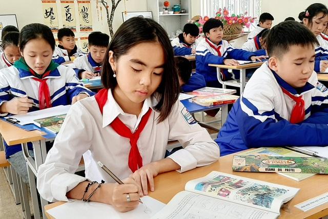 Thầy giáo trẻ Thanh Hóa truyền tình yêu đất nước tới học trò bằng tranh vẽ - 7