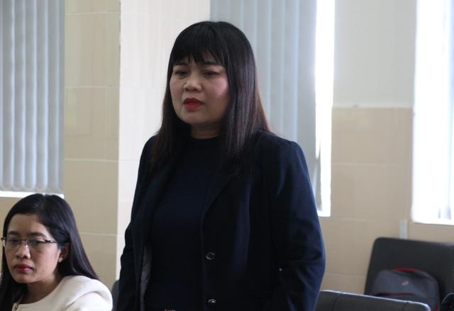 Bộ trưởng Đào Ngọc Dung thăm hỏi, tặng quà cháu bé bị cha chém ở Đắk Lắk - 1