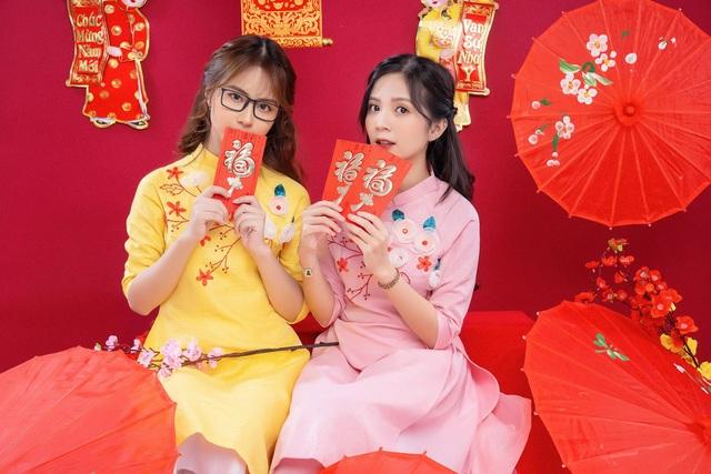 khoe-anh-ron-rang-khong-khi-tet-cua-nhung-hot-girldocx-1610473928626.jpeg