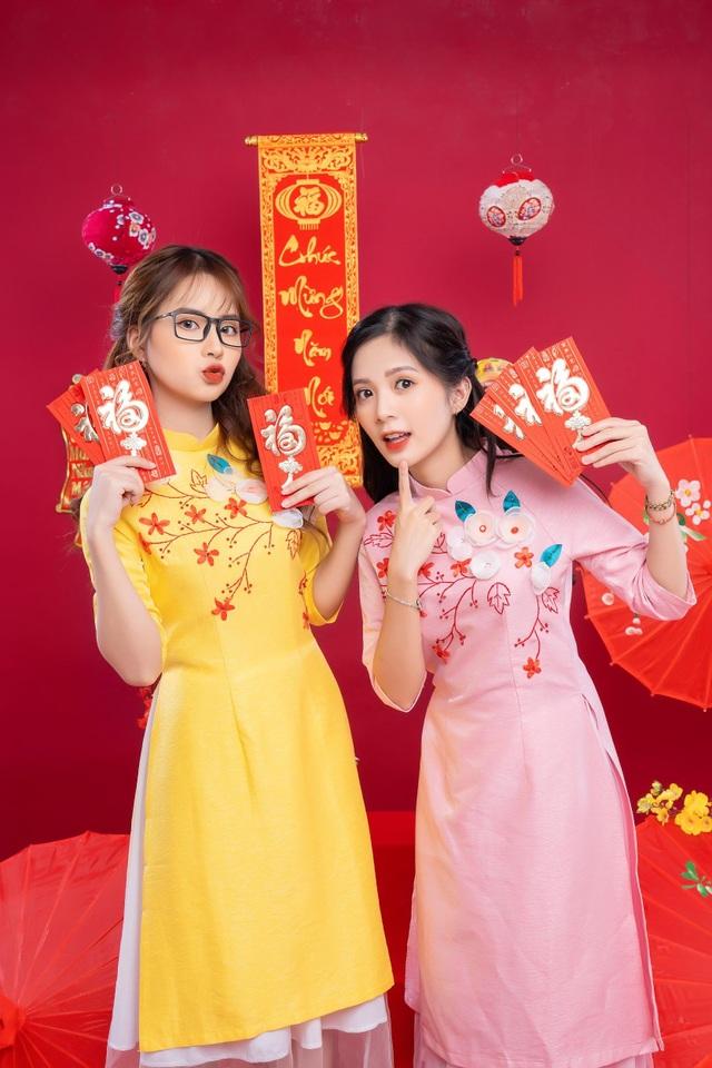 khoe-anh-ron-rang-khong-khi-tet-cua-nhung-hot-girldocx-1610473928760.jpeg