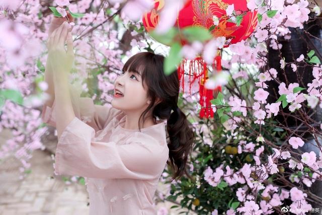 khoe-anh-ron-rang-khong-khi-tet-cua-nhung-hot-girldocx-1610473929275.jpeg