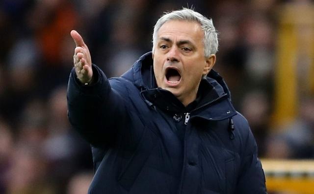 HLV Mourinho chơi khó, bắt đối thủ phải... xin lỗi - 1