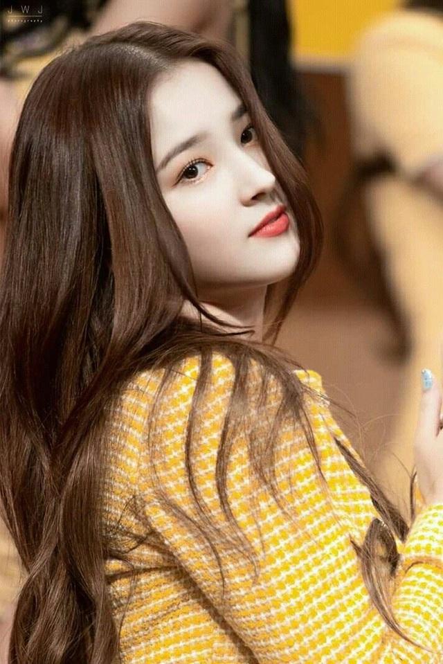 Vẻ gợi cảm của nữ thần tượng xứ Hàn bị phát tán ảnh nóng - 1