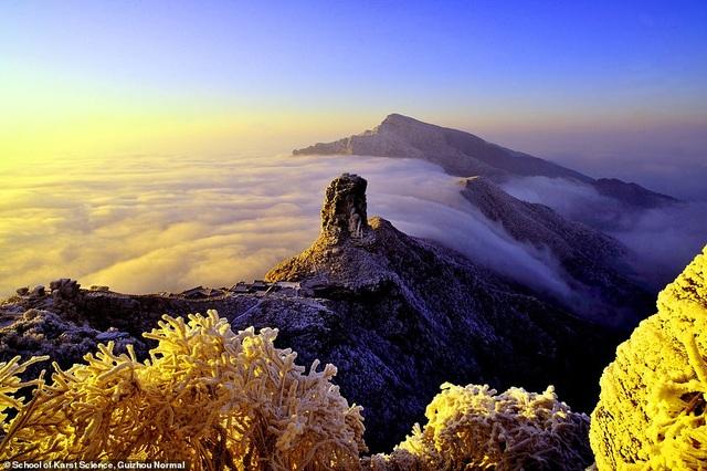 Ngôi đền đôi kỳ lạ nằm trên đỉnh núi cao 2.300 mét so với mực nước biển - 4