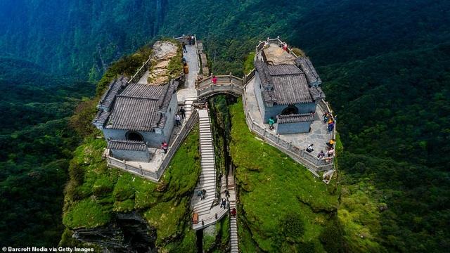 Ngôi đền đôi kỳ lạ nằm trên đỉnh núi cao 2.300 mét so với mực nước biển - 5