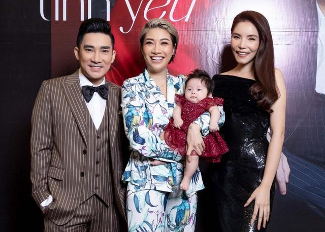 Pha Lê ẵm con 2 tháng tuổi ủng hộ Quang Hà và Kiwi Ngô Mai Trang - 1