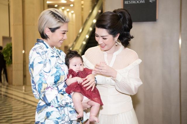 Pha Lê ẵm con 2 tháng tuổi ủng hộ Quang Hà và Kiwi Ngô Mai Trang - 3