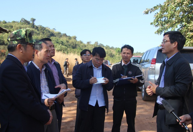 Chủ tịch tỉnh Đắk Nông kiểm tra con đường trăm tỷ biến mất trong đất đá - 2