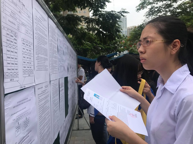 Hà Nội bất ngờ thay đổi nguyện vọng đăng kí lớp 10: Phụ huynh lo lắng