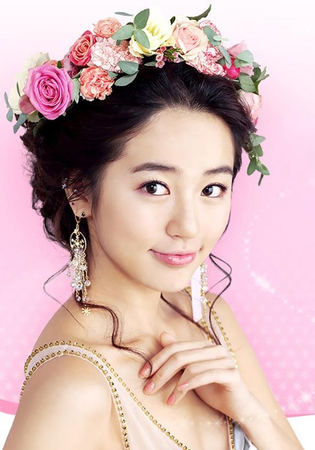 Ngoại hình khác lạ và cuộc sống cô độc của thái tử phi Yoon Eun Hye - 2