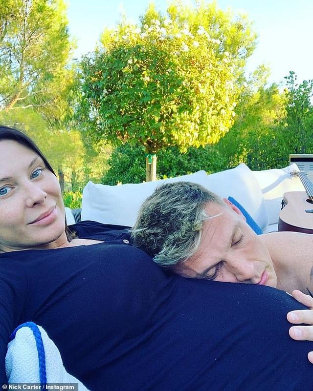 Vợ Nick Carter sắp sinh đứa con thứ 3 - 4