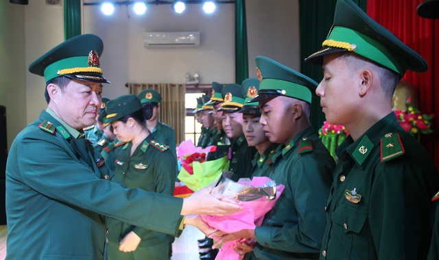 Chi viện 40 lính biên phòng giúp Kiên Giang bọc biên giới, chặn Covid-19 - 2