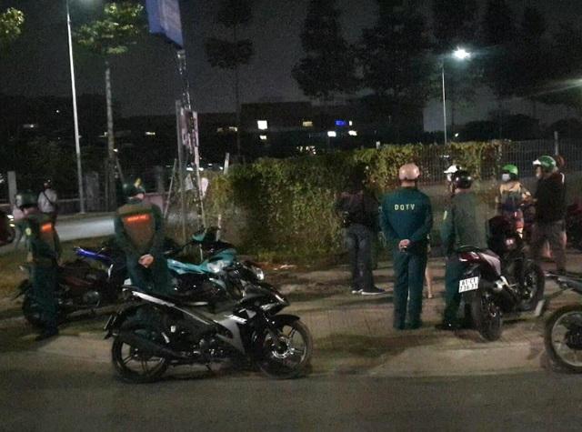 Bạn trai bỏ đi, thiếu nữ bị cướp ngay xe máy - 1