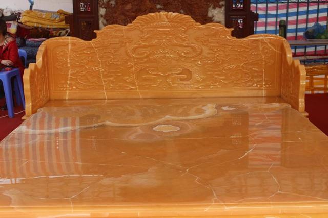 Chiêm ngưỡng bộ bàn ghế khủng bằng ngọc quý ở Ninh Bình - 3