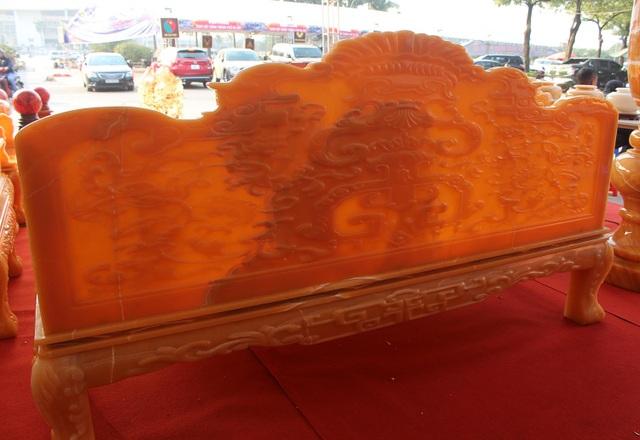 Chiêm ngưỡng bộ bàn ghế khủng bằng ngọc quý ở Ninh Bình - 4
