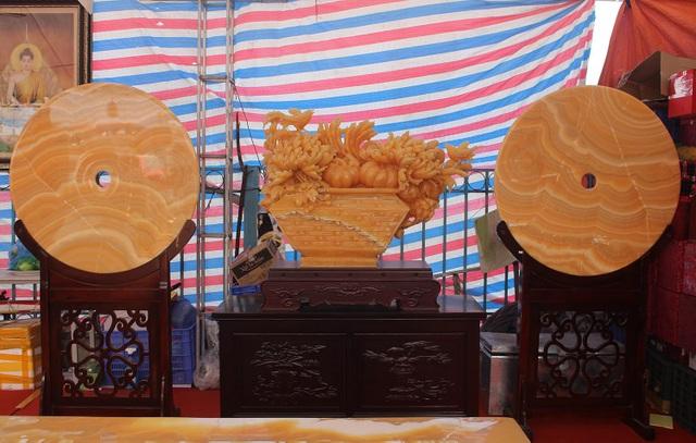 Chiêm ngưỡng bộ bàn ghế khủng bằng ngọc quý ở Ninh Bình - 10