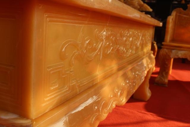 Chiêm ngưỡng bộ bàn ghế khủng bằng ngọc quý ở Ninh Bình - 6