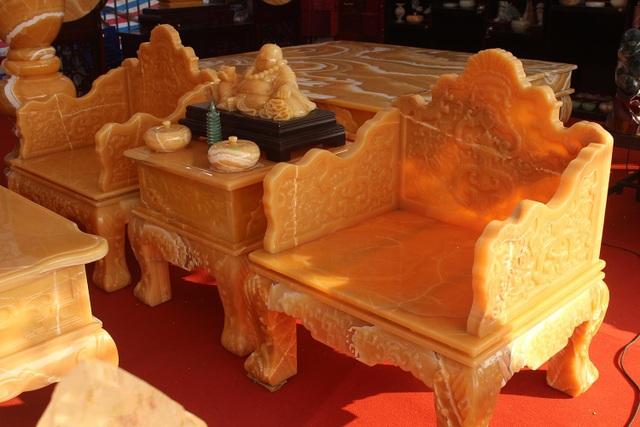 Chiêm ngưỡng bộ bàn ghế khủng bằng ngọc quý ở Ninh Bình - 2