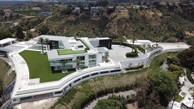 Hình ảnh bên trong căn nhà rộng nhất thế giới sau 8 năm xây bí mật - 1
