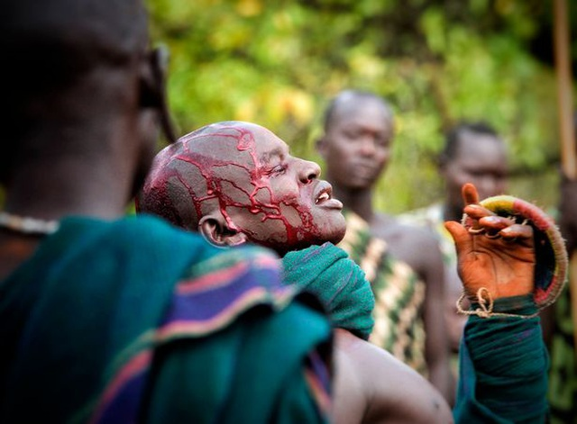 Gặp gỡ bộ lạc phải đánh nhau mới lấy được vợ