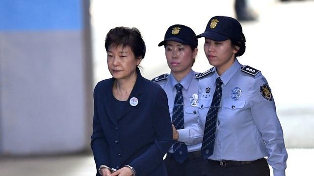 Cựu Tổng thống Hàn Quốc bị y án 20 năm tù - 1