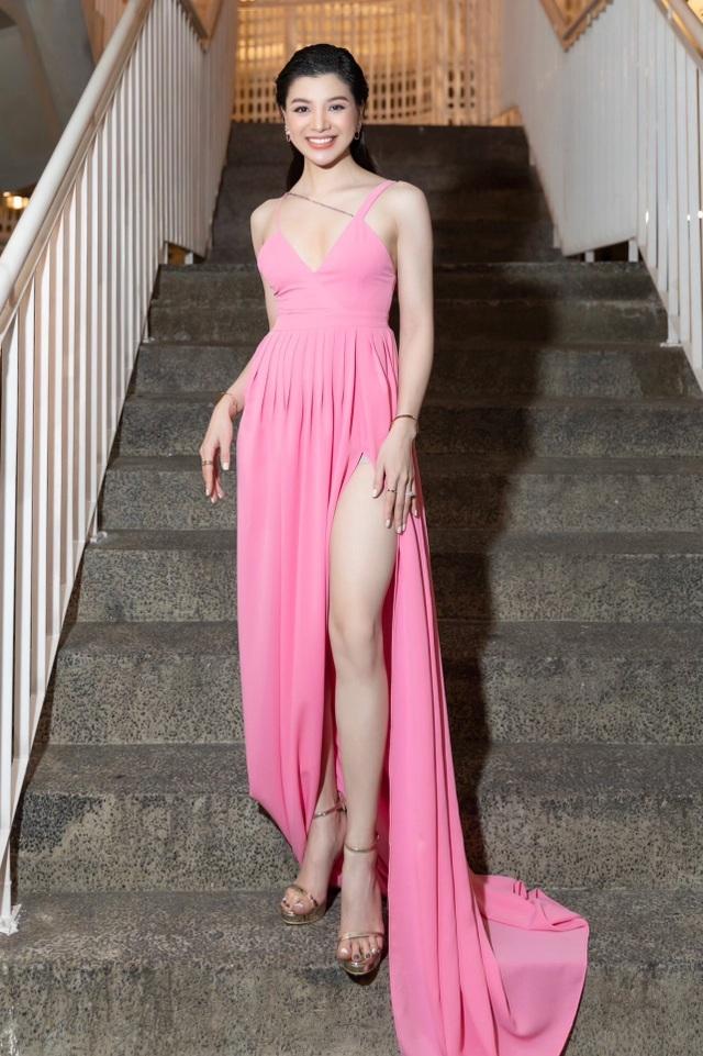 Mia Mai diện váy lụa xẻ cao khoe chân dài - 6