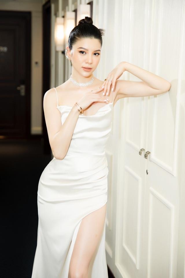Mia Mai diện váy lụa xẻ cao khoe chân dài - 7
