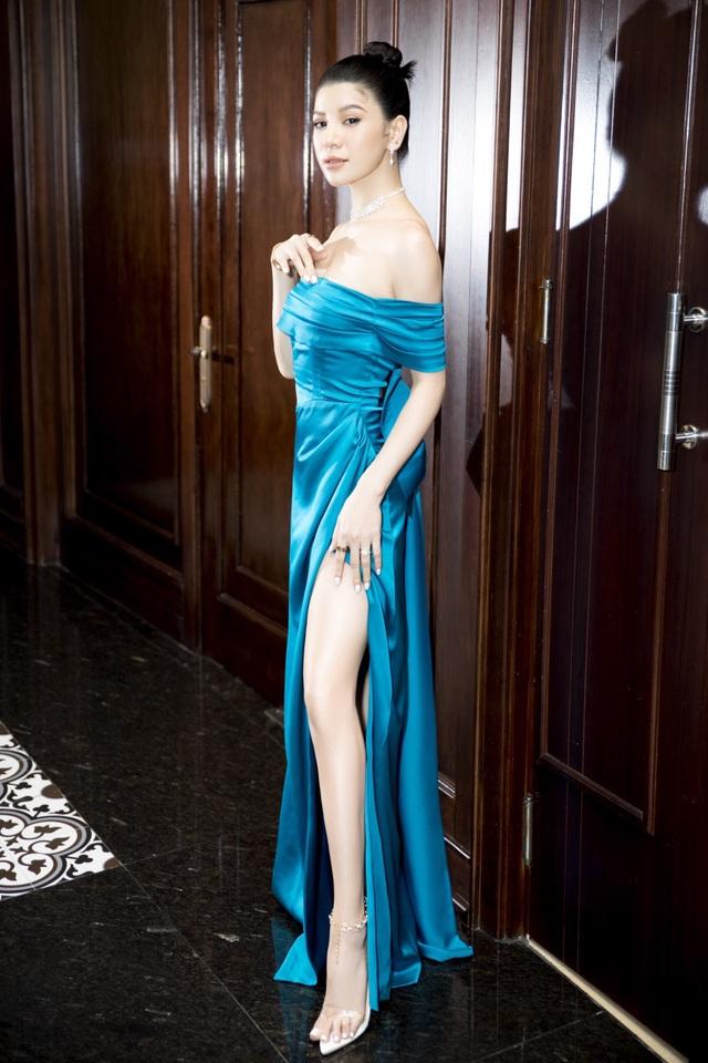 Mia Mai diện váy lụa xẻ cao khoe chân dài - 3